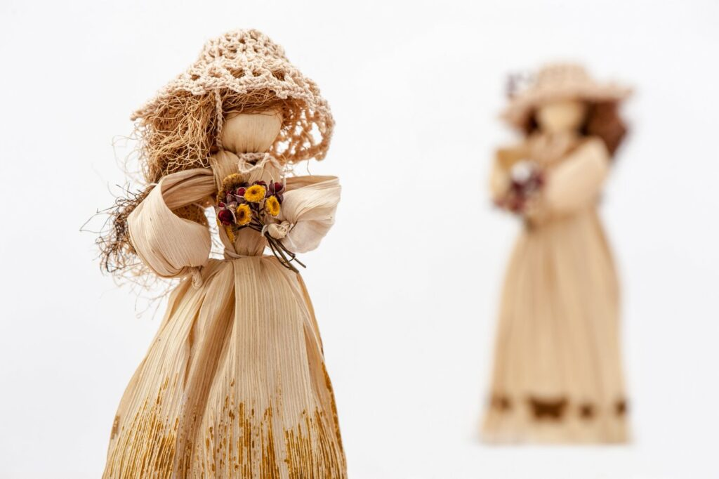 How to make a fancy traditional cornhusk doll
